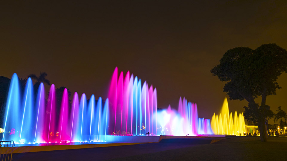 things to do in lima at night water fountain park